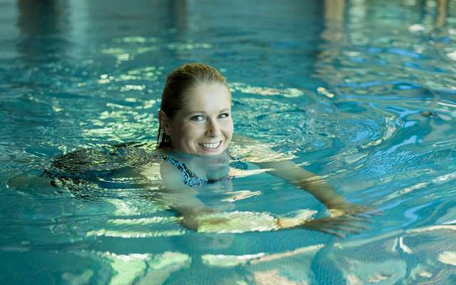 Woman swims in the Rosenalp SPA