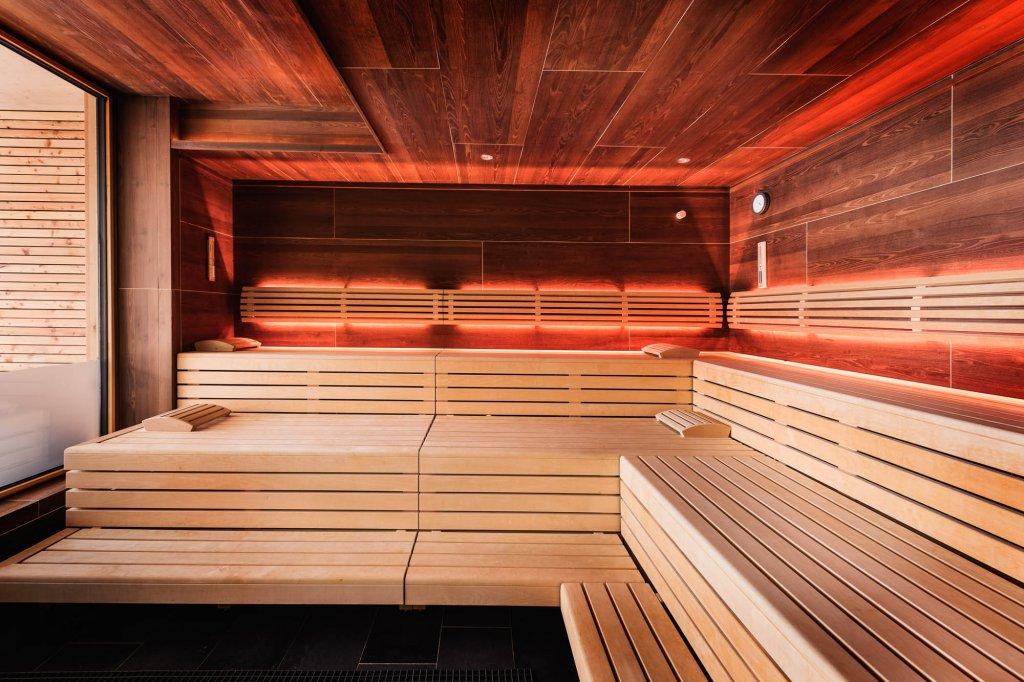 urlaub mit gro er sauna badelandschaft im allg u. Black Bedroom Furniture Sets. Home Design Ideas